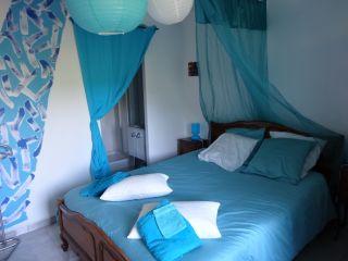 Chambre 'Soie d'Azur' pour 4 personnes avec vue piscine