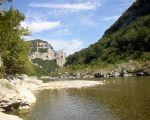 Au loin le rocher de la Cathédrale