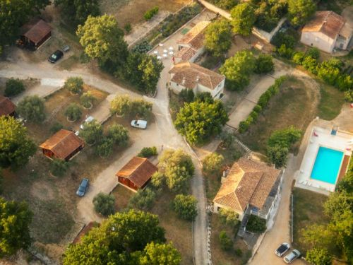 Gîtes and chalets with swimming pool - Village of lodgings L'Oliveraie