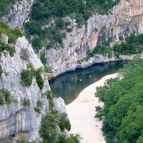 Canoës sur l'Ardèche
